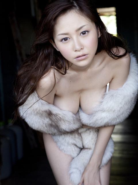 【新春】杉原はおっぱいだけじゃない!彼女のかわいい表情にちゅーもーく!ww・13枚目の画像