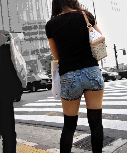 街のニーソ姿の半生脚素人を街撮りwwwww★ニーソエロ画像・1枚目の画像
