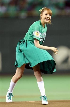 始球式のエロさが異常wwwwww★芸能人始球式エロ画像!・28枚目の画像