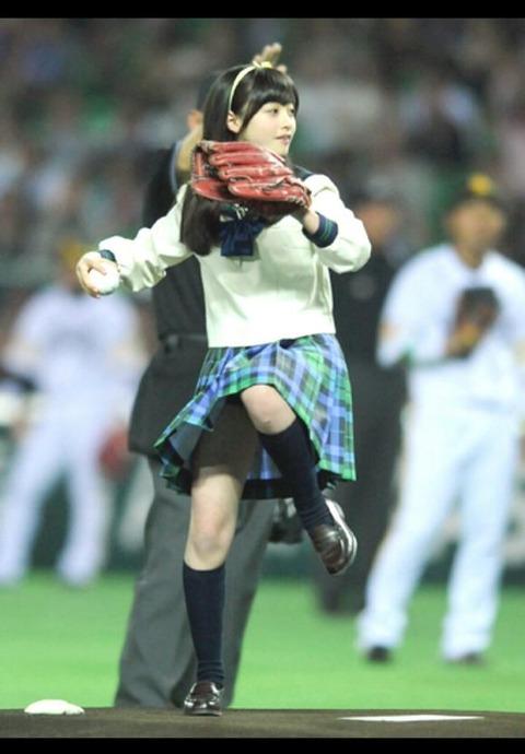 始球式のエロさが異常wwwwww★芸能人始球式エロ画像!・41枚目の画像