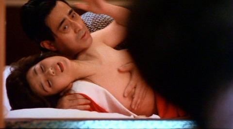 秋吉久美子の過激な手マンやベッドシーンと生おっぱいが丸見え画像wwww★芸能お宝エロ画像・15枚目の画像