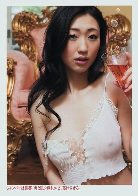 壇蜜先生の最新ヌード★剃りあげた股間を隠すしぐさが超エロwwwwww・27枚目の画像