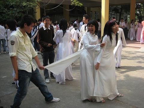 アオザイとかいうベトナムの民族衣装がクッソエロいwwwwww★民族衣装エロ画像・21枚目の画像