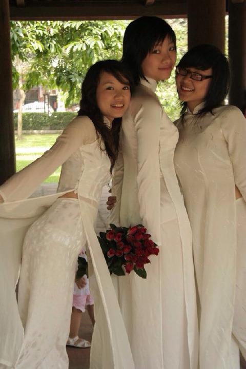 アオザイとかいうベトナムの民族衣装がクッソエロいwwwwww★民族衣装エロ画像・24枚目の画像