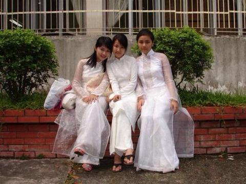 アオザイとかいうベトナムの民族衣装がクッソエロいwwwwww★民族衣装エロ画像・2枚目の画像