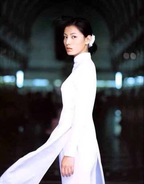 アオザイとかいうベトナムの民族衣装がクッソエロいwwwwww★民族衣装エロ画像・16枚目の画像