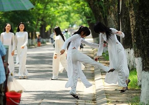 アオザイとかいうベトナムの民族衣装がクッソエロいwwwwww★民族衣装エロ画像・27枚目の画像