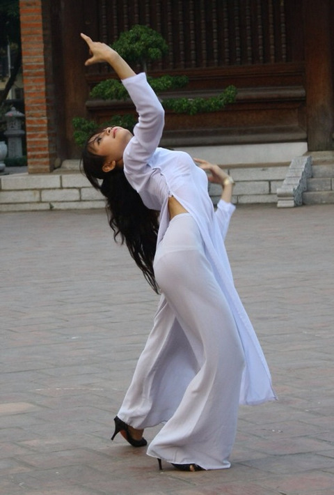 アオザイとかいうベトナムの民族衣装がクッソエロいwwwwww★民族衣装エロ画像・22枚目の画像