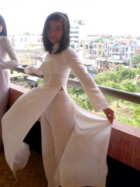 アオザイとかいうベトナムの民族衣装がクッソエロいwwwwww★民族衣装エロ画像・26枚目の画像