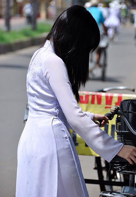 アオザイとかいうベトナムの民族衣装がクッソエロいwwwwww★民族衣装エロ画像・18枚目の画像