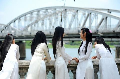 アオザイとかいうベトナムの民族衣装がクッソエロいwwwwww★民族衣装エロ画像・13枚目の画像