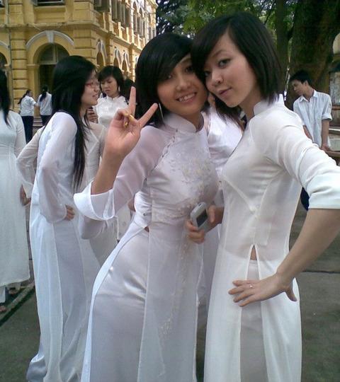 アオザイとかいうベトナムの民族衣装がクッソエロいwwwwww★民族衣装エロ画像・3枚目の画像