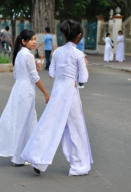 アオザイとかいうベトナムの民族衣装がクッソエロいwwwwww★民族衣装エロ画像・14枚目の画像