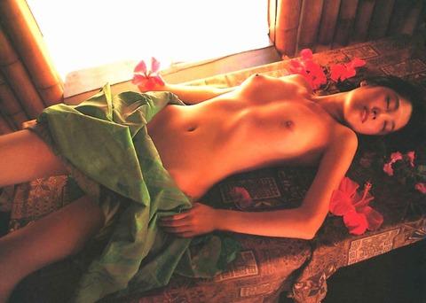 原千晶のヘアヌード★大分エロい美乳と勃起トリガーのマン毛wwwww★芸能お宝エロ画像・25枚目の画像