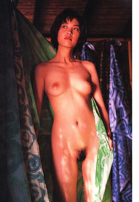 原千晶のヘアヌード★大分エロい美乳と勃起トリガーのマン毛wwwww★芸能お宝エロ画像・17枚目の画像