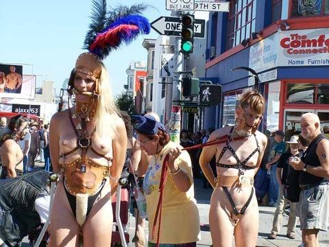 祭りやフェスでテンションあがって脱ぎだす外人wwwwww★外国人エロ画像・19枚目の画像