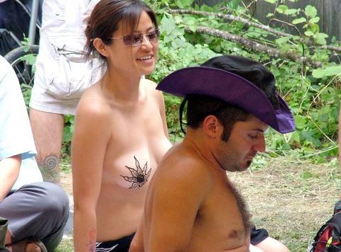祭りやフェスでテンションあがって脱ぎだす外人wwwwww★外国人エロ画像・15枚目の画像