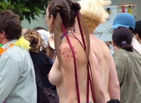 祭りやフェスでテンションあがって脱ぎだす外人wwwwww★外国人エロ画像・13枚目の画像