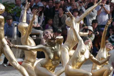 祭りやフェスでテンションあがって脱ぎだす外人wwwwww★外国人エロ画像・24枚目の画像