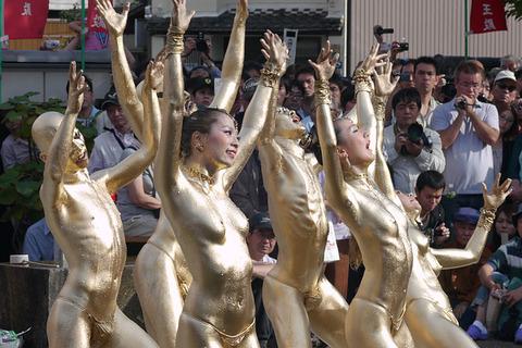 祭りやフェスでテンションあがって脱ぎだす外人wwwwww★外国人エロ画像・25枚目の画像
