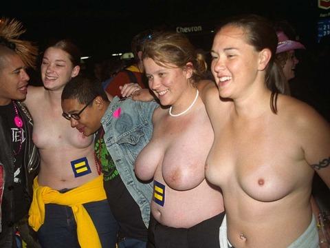 祭りやフェスでテンションあがって脱ぎだす外人wwwwww★外国人エロ画像・14枚目の画像
