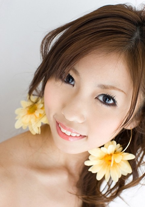 美マン毛画像!!濃くもなく薄くもないなww DカップのキュートなAV女優 小桜沙樹のエロ画像・18枚目の画像