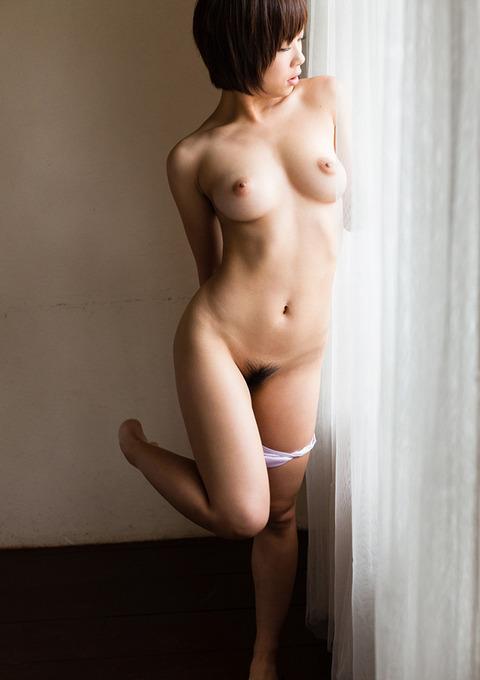 紗倉まなの全裸で誘惑★乳とマン毛のバランス良すぎwwwww★紗倉まなエロ画像・2枚目の画像