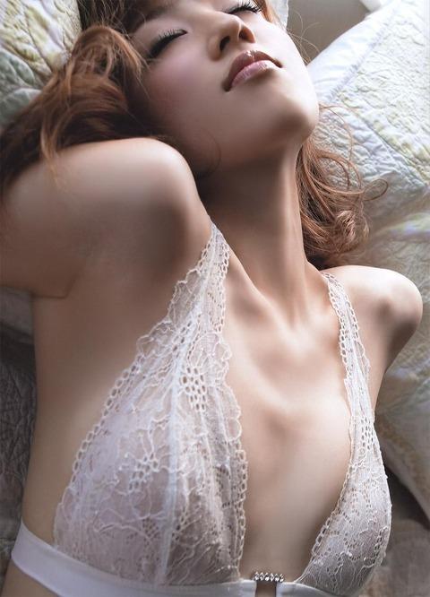 小倉優子の手ブラ画像だーww いやーやっぱりかわいいわ!!この子ww 小倉優子のグラビア画像・12枚目の画像