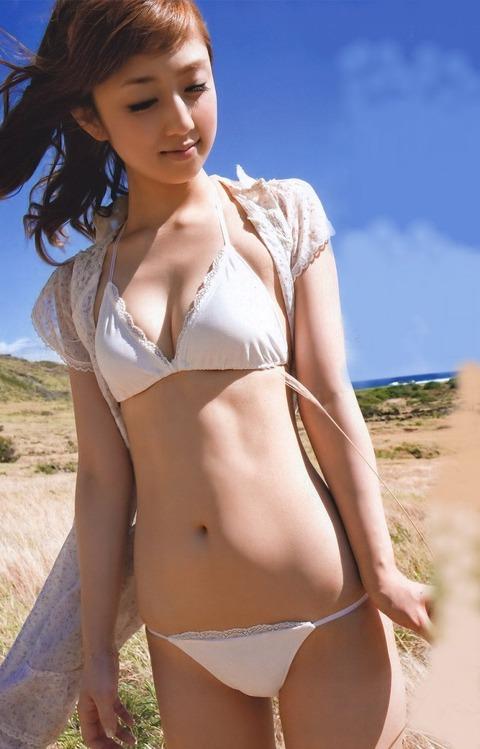 小倉優子の手ブラ画像だーww いやーやっぱりかわいいわ!!この子ww 小倉優子のグラビア画像・17枚目の画像