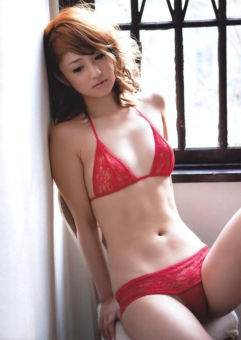 小倉優子の手ブラ画像だーww いやーやっぱりかわいいわ!!この子ww 小倉優子のグラビア画像・15枚目の画像