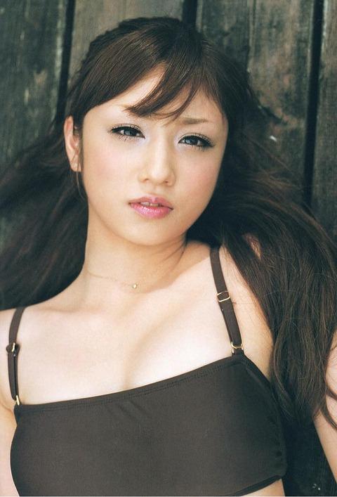 小倉優子の手ブラ画像だーww いやーやっぱりかわいいわ!!この子ww 小倉優子のグラビア画像・37枚目の画像