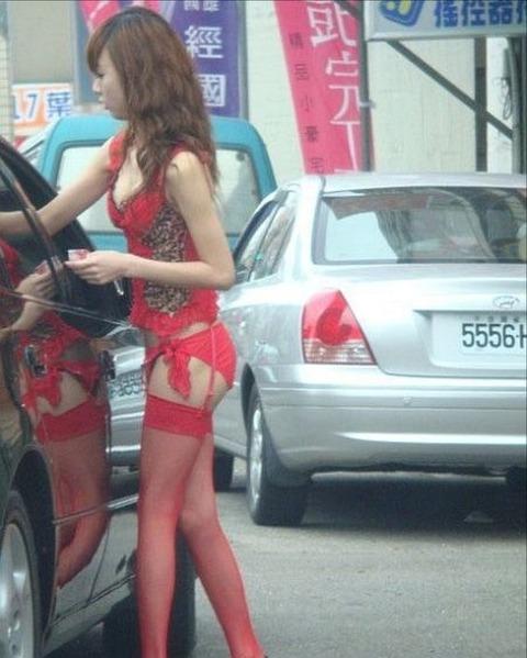 台湾の素人美女がマン毛出して何かを売ってるんだがwwwwwww★外国人エロ画像・28枚目の画像