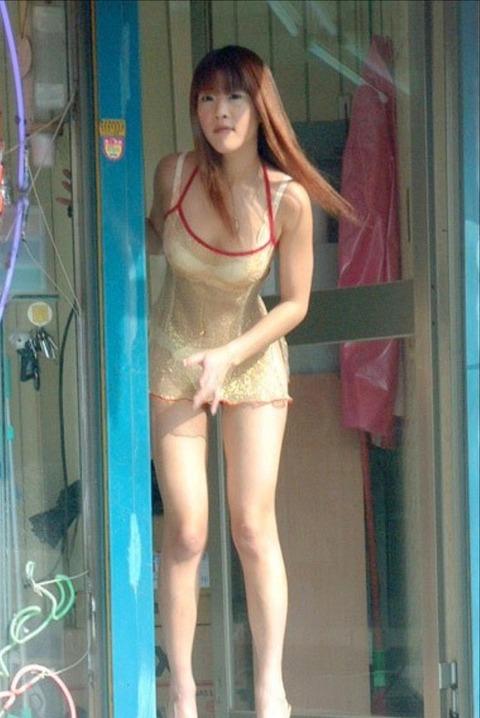 台湾の素人美女がマン毛出して何かを売ってるんだがwwwwwww★外国人エロ画像・39枚目の画像