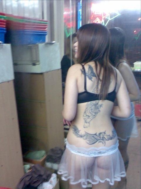 台湾の素人美女がマン毛出して何かを売ってるんだがwwwwwww★外国人エロ画像・36枚目の画像