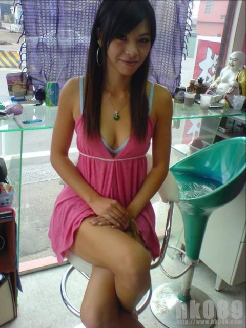 台湾の素人美女がマン毛出して何かを売ってるんだがwwwwwww★外国人エロ画像・2枚目の画像
