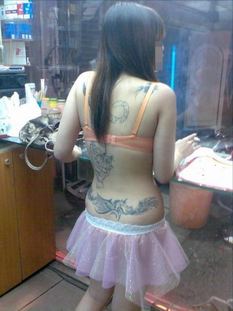 台湾の素人美女がマン毛出して何かを売ってるんだがwwwwwww★外国人エロ画像・13枚目の画像