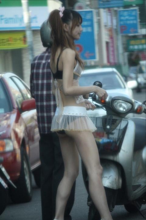 台湾の素人美女がマン毛出して何かを売ってるんだがwwwwwww★外国人エロ画像・31枚目の画像