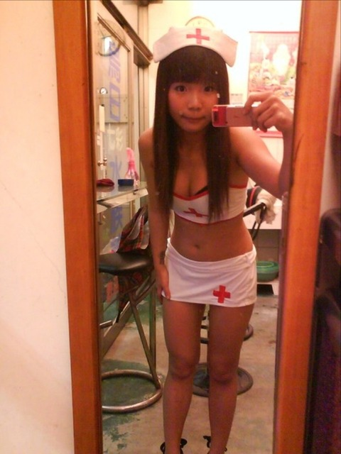 台湾の素人美女がマン毛出して何かを売ってるんだがwwwwwww★外国人エロ画像・10枚目の画像