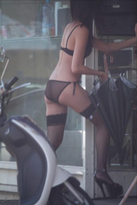 台湾の素人美女がマン毛出して何かを売ってるんだがwwwwwww★外国人エロ画像・37枚目の画像