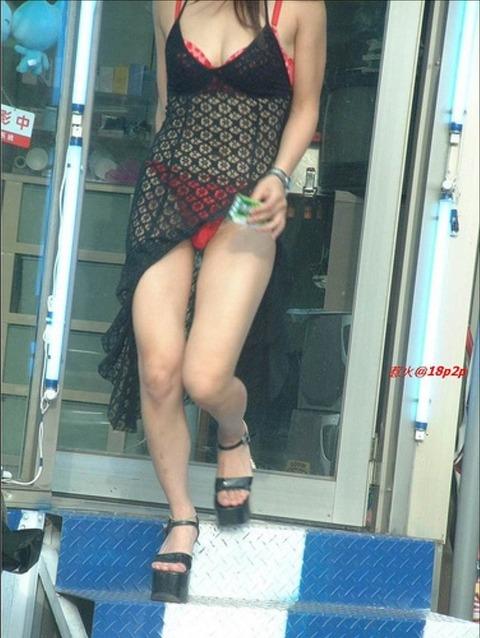 台湾の素人美女がマン毛出して何かを売ってるんだがwwwwwww★外国人エロ画像・4枚目の画像