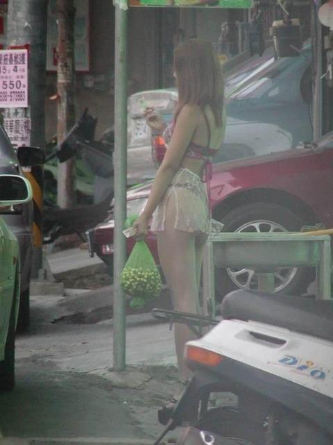 台湾の素人美女がマン毛出して何かを売ってるんだがwwwwwww★外国人エロ画像・5枚目の画像