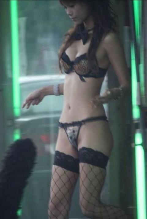 台湾の素人美女がマン毛出して何かを売ってるんだがwwwwwww★外国人エロ画像・9枚目の画像