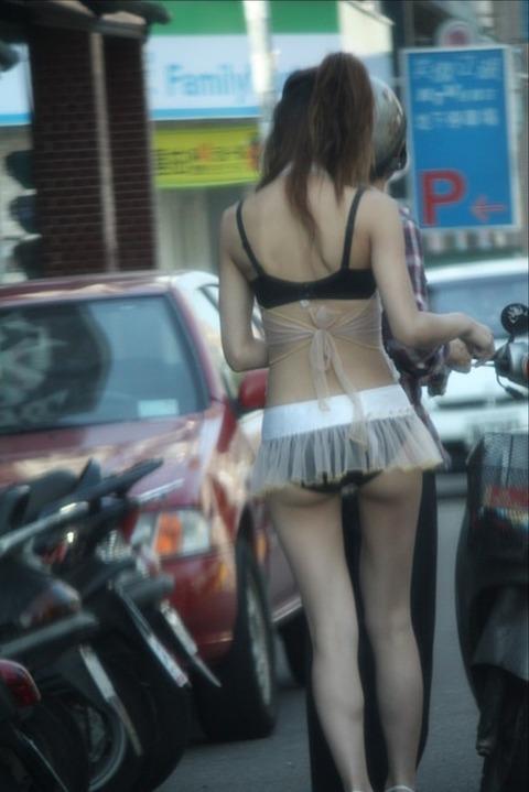 台湾の素人美女がマン毛出して何かを売ってるんだがwwwwwww★外国人エロ画像・8枚目の画像