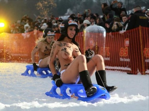 裸でソリ大会してる外国のPUNKSwwwwww★外国人エロ画像・10枚目の画像