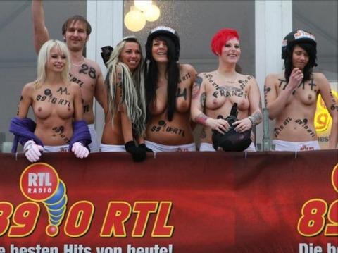 裸でソリ大会してる外国のPUNKSwwwwww★外国人エロ画像・39枚目の画像