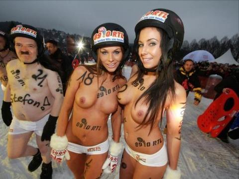 裸でソリ大会してる外国のPUNKSwwwwww★外国人エロ画像・9枚目の画像