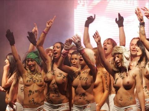 裸でソリ大会してる外国のPUNKSwwwwww★外国人エロ画像・27枚目の画像