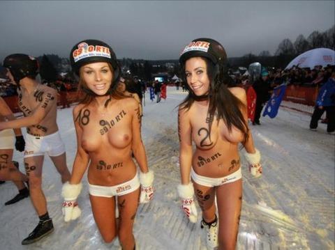 裸でソリ大会してる外国のPUNKSwwwwww★外国人エロ画像・28枚目の画像