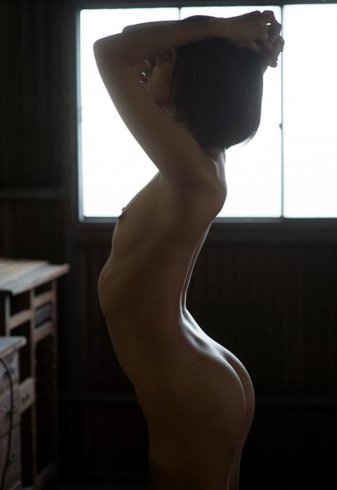 ショートカット美少女のあばら骨がエロいんだがwwwwww★湊莉久エロ画像・24枚目の画像