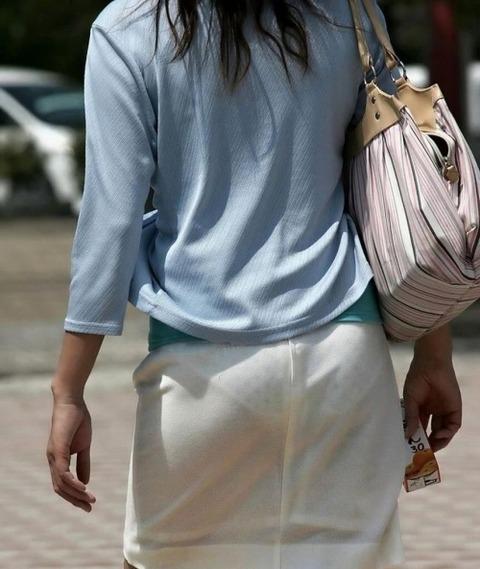 パンツが柄まで透けちゃってますがwwwwww★素人街撮りエロ画像・19枚目の画像